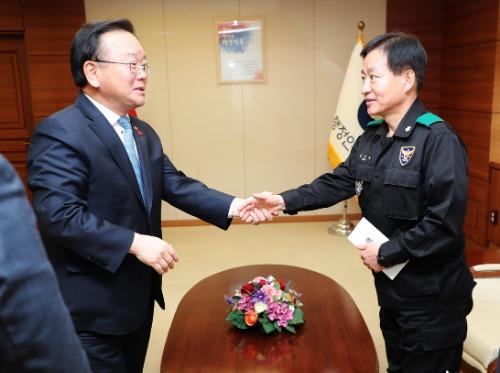 정부서울청사 의무경찰 및 시·도 의무소방원을 위문 격려