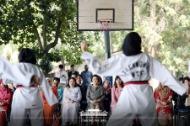말레이시아를 국빈방문 중인 문재인 대통령의 부인 김정숙 여사가 14일 오전(현지시간) 말레이시아 쿠알라룸푸르 스리푸트리 여자 과학 중등학교를 방문, 태권도 동아리 학생들의 시범을 보고 있다. (사진출처 : 청와대 페이스북)
