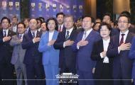 문재인 대통령이 14일 오후 서울 영등포구 여의도 중소기업중앙회에서 열린 '2019 대한민국 중소기업인 대회'에서 국민의례하고 있다.