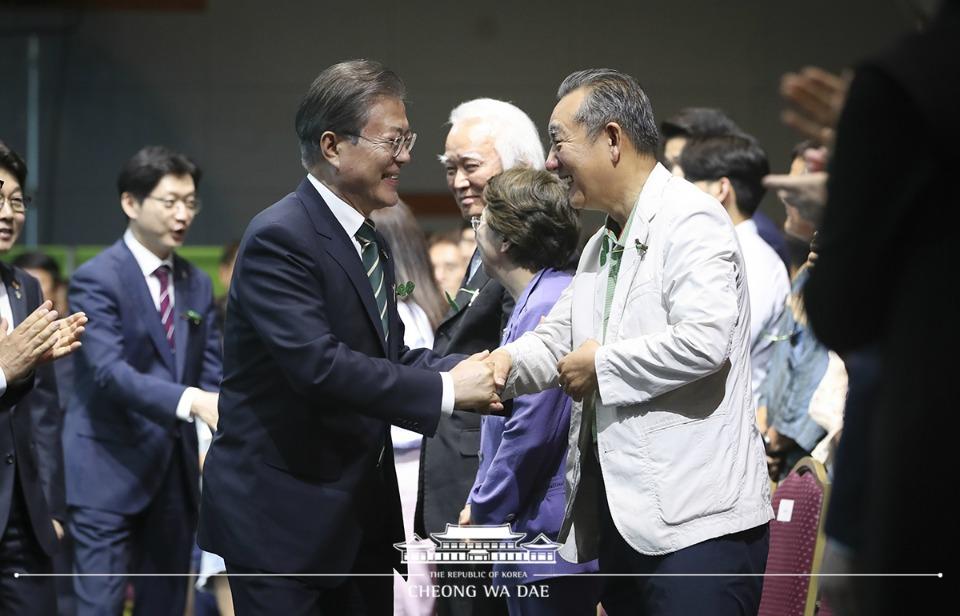 문재인 대통령이 5일 오후 경남 창원 컨벤션센터에서 열린 환경의 날 기념식에 참석하고 있다.