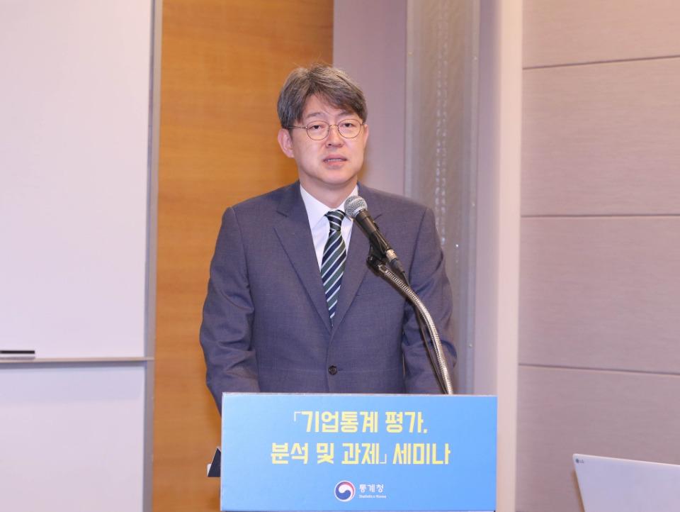 통계청(청장 강신욱)은 7월 2일(화) 서울 대한상공회의소에서 기업통계에 대한 대내외 관심을 유도하고 통계 이용 확대를 도모하기 위해 정부, 연구기관, 학계, 일반 이용자 등 90여 명이 참석한 가운데 '기업통계 평가, 분석 및 과제 세미나'를 개최했다.