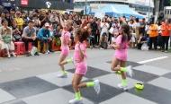 광주세계수영선수권대회를 하루 앞둔 11일 오후 광주 금남로 일원에서  시민들이 참여하는 시민어울마당 행사가 열려 참가자들이 즐거운 시간을 보내고 있다.