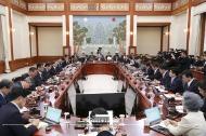 문재인 대통령이 13일 청와대 본관에서 열린 국무회의를 주재하고 있다.