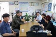 강신욱 통계청장은 9월10일(화) 대전 중구 문창시장을 방문해 직접 제수용품을 구매하며 상인들과 시장현안과 애로사항 등에 대해 대화하였습니다.