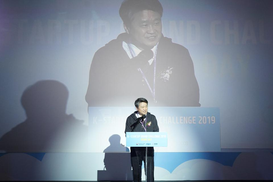 6일 청담 CGV 씨네시티에서 열린 K-Startup 그랜드챌린지 데모데이에서 김학도 중소벤처기업부 차관이 격려사를 하고 있다.