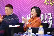 9일, 대전 KT인재개발원 실내체육관에서 개최된 제 2회 전국 청년상인 네트워크 통합워크숍에서 박영선 중소벤처기업부 장관과 함께하는 '박장대소' 토크콘서트가 진행되었다.
