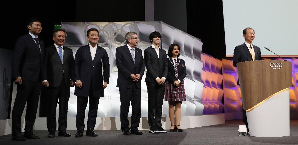 최문순 강원도 지사가 10일 제135회 국제올림픽위원회(IOC) 총회가 열린 스위스 로잔 스위스 테크 컨벤션 센터(STCC)에서 2024 동계청소년올림픽의 강원도 개최가 확정된 뒤 감사의 말을 전하고 있다.
