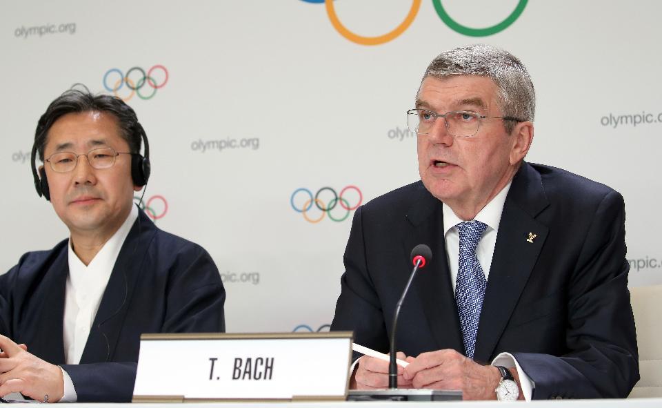 토마스 바흐 국제올림픽위원회(IOC) 위원장이 10일 제135회 국제올림픽위원회(IOC) 총회가 열린 스위스 로잔 스위스 테크 컨벤션 센터(STCC)에서 2024 동계청소년올림픽의 강원도 개최가 확정된 뒤 기자회견을 하고 있다.