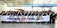 <p>농식품부 김현수 장관은 설 연휴기간 해외 여행객이 늘어날 것으로 예상되어 1월 21일 인천공항을 방문, 국경검역 현장을 점검하고 철저한 국경검역 태세를 유지해 줄 것을 당부하였다.</p>