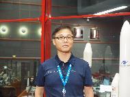 <p>정병선 과학기술정보통신부 제1차관이 18일 오후(현지시간) 남아메리카 프랑스령 기아나 쿠루의 기아나우주센터에서 '정지궤도복합위성 2B호(천리안위성 2B호)' 성공적 발사에 대한 인터뷰를 하고 있다. (사진출처 : 한국항공우주연구원)<br></p>