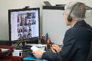 <p>최기영 과학기술정보통신부 장관이 30일 오후 세종특별자치시 세종파이낸스센터 과기정통부 집무실에서 '과학기술계 기관장 간담회' 영상회의에 참여해 인사말을 하고 있다.</p>