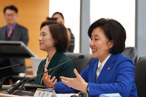 유은혜 부총리와 박영선 장관, 에듀테크 대표와의 간담회
