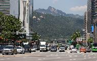 27일 미세먼지가 좋은 가운데 오후 서울 세종대로에서 본 광화문 도심과 인왕산이 한눈에 선명하게 보인다