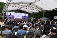 <p>문화재청이 주최하고 한국의 서원 통합보존관리단이 주관하는 세계유산축전의 첫 시작 「2020 세계유산축전-한국의 서원」이 7월 3일 오후 4시 안동 도산서원에서 열리는 개막식을 시작으로 7월 31일까지 한 달여간의 일정에 들어갔다.</p>