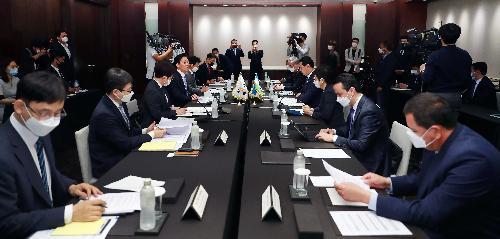 우즈벡 부총리 겸 투자대외무역부장관과 양자 회담