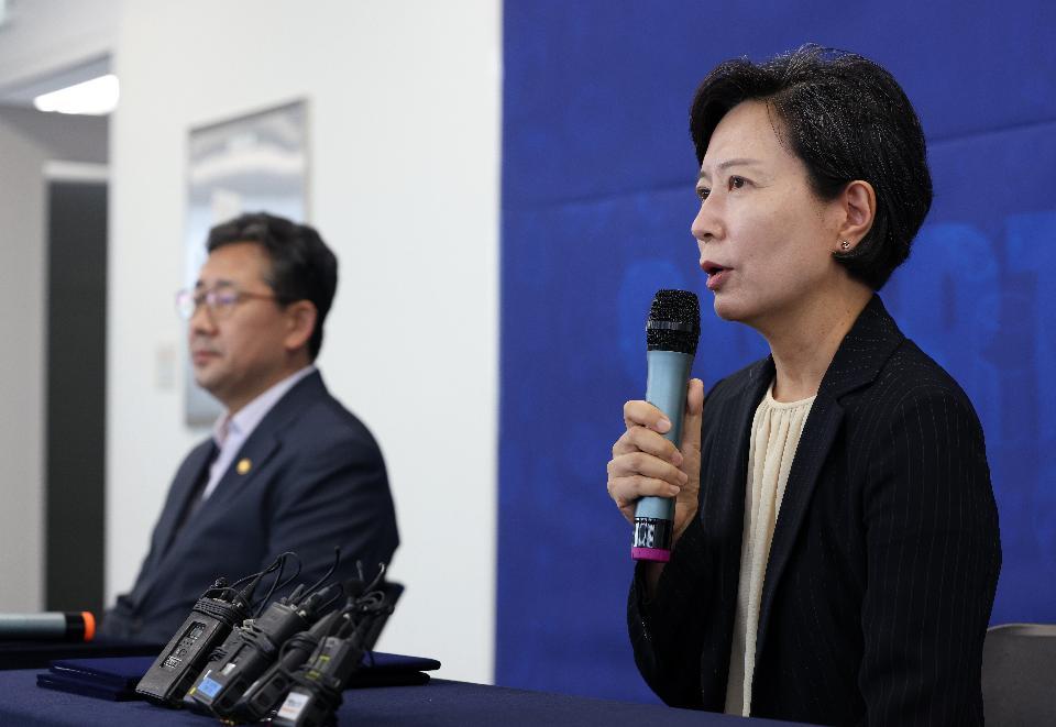 이숙진 신임 스포츠윤리센터 이사장이 업무 개시에 들어간 5일 서울 서대문구 스포츠윤리센터에서 인사말을 하고 있다.