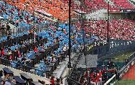 12일 오후 서울 송파구 잠실야구장에서 엘지트윈스 대 기아타이거스 프로야구 경기가 열려 야구팬들이 거리를 두고 경기를 보고 있다. 이날 박양우 문화체육관광부 장관이 철저한 방역관리 당부를 위해 잠실야구장을 찾아 방역 상황을 점검했다.