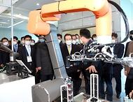 <p>정세균 국무총리가 28일 대구 달서구 대구기계부품연구원에서 열린 이동식 협동로봇 규제자유특구 발대식에 참석해 축사를 하고 있다.</p>