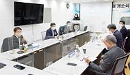 이승우 산업통상자원부 국가기술표준원장이 21일 오후 서울 양재동 한국시험인증산업협회에서 열린 'TBT 종합지원센터 출범식'에 참석해 국가기술표준원-한국시험인증산업협회 간 업무 협약을 체결하고 있다.
