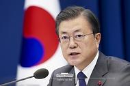 문재인 대통령이 21일 오후 청와대에서 열린 국가안전보장회의(NSC) 전체회의 및 외교안보부처 업무보고에서 발언하고 있다.
