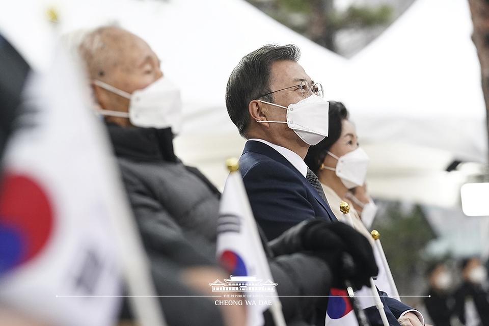 문재인 대통령이 1일 오전 서울 종로구 탑골공원에서 열린 제102주년 3.1절 기념식에 참석해 있다.