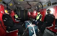 28일 코로나19 백신이 공군 시누크 헬기를 통해 수송되고 있다.