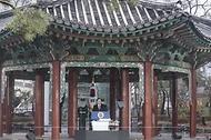 문재인 대통령이 1일 오전 서울 종로구 탑골공원에서 열린 제102주년 3.1절 기념식에서 기념사를 하고 있다.