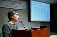 5일 오후 서울 중구 LW컨벤션에서 열린 '사회적 거리두기 체계 개편안 공청회'에서 박혜경 중앙방역대책본부 방역지원단장이 '위험도 기반 다중이용시설 분류 방안'에 대해 발표하고 있다.