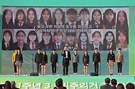 8일 오후 대전시청 남문광장에서 열린 제61주년 3.8민주의거 기념식에서 기념공연을 하고 있다.