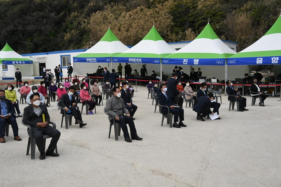 문성혁 해양수산부 장관이 22일 오후 전남 신안군 만재도에서 열린 해양수산부의 어촌뉴딜 사업 준공식 행사에 참석하고 있다.