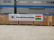 코로나19 위기 인도에 9일 산소발생기·음압캐리어 지원