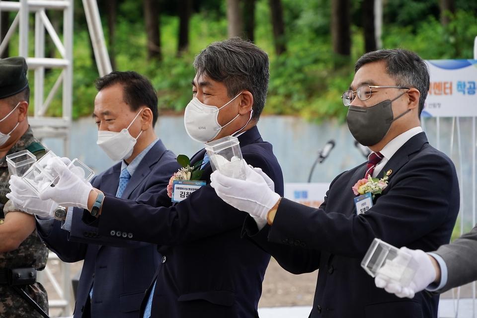최병암 산림청장이 15일 강원도 철원군에서 열린 '철원 남북산림협력센터 착공식'에 참석하고 있다.