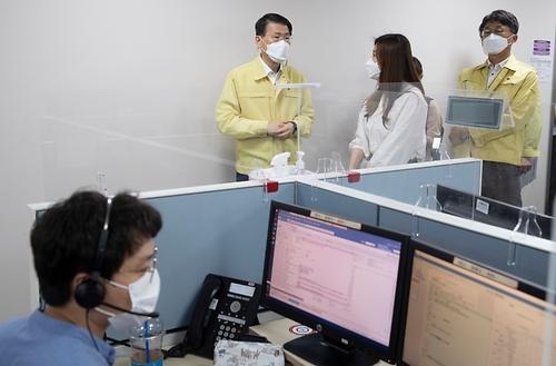 금융위원장, 금융권 사업장내 방역실태 등 현장점검