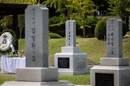 홍범도 장군 묘역 참배