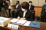 한정애 환경부 장관, '담배꽁초 회수·재활용 시범사업 업무협약식' 참석 사진 7