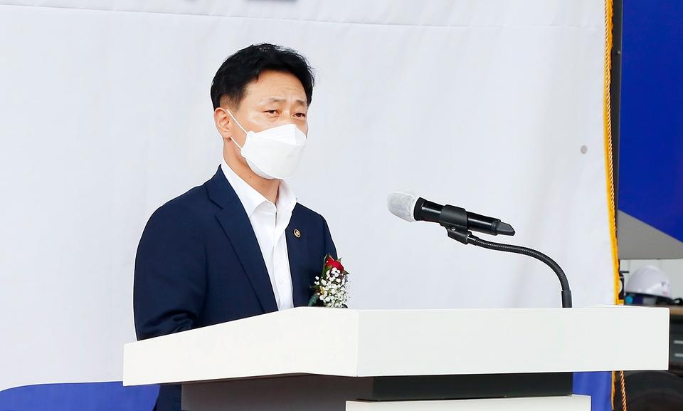박기영 산업통상자원부 2차관이 27일 전북 익산시 두산퓨얼셀 본사에서 열린 '발전용 연료전지 수출 출하식'에 참석해 축사하고 있다.