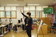 한정애 환경부장관, '나눔초등학교의 병뚜껑 고리를 부탁해 환경활동' 현장방문 사진 6