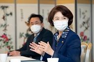 한정애 환경부장관, 가습기살균제 피해구제 조정위원회 간담회 참석