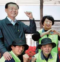 이기영 행복누리 대표와 직원들