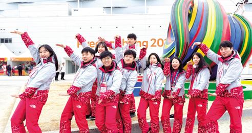 """평창동계올림픽 개회식 달군 무한댄스팀 """"취업 장벽 낮아져 무한 절망 사라졌으면"""""""