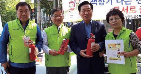"""국민안전현장관찰단 김점섭 씨 """"우리 동네 안전 스마트폰으로 지키죠"""""""