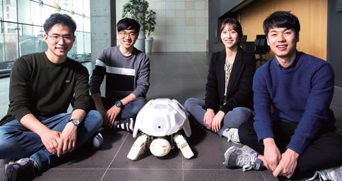 로봇 셸리를 개발한 대학생들. (왼쪽부터) 최장호, 도원경, 이수민, 장선호 씨