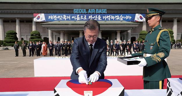 """""""힘  있어야 평화 지속될 수 있다"""" 국군의 날 축사"""