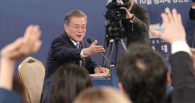 """""""정부 정책기조 유지하면서 필요하면 보완"""""""