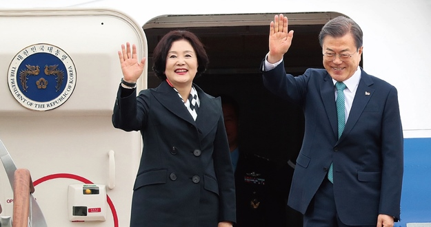 """문 대통령 7번째 한미정상회담 굳건한 동맹으로 """"한반도 비핵화"""""""