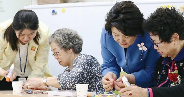 시설 중심 치료에서 지역사회 돌봄으로 관리