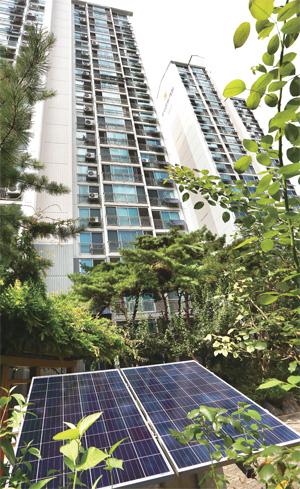 서울 홍릉동부아파트에 설치된 태양광 미니발전기