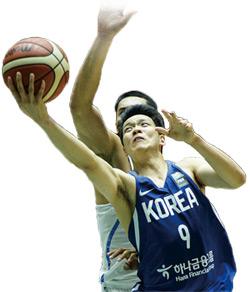 2017국제농구연맹아시아컴 8강전 한국 대 필리핀 경기에서 김선형이 레이업슛을 하고 있다.