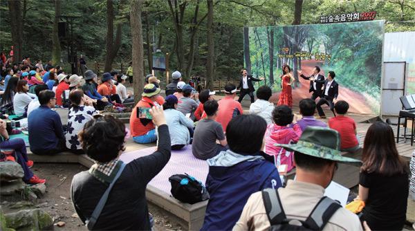계족산 숲 속에선 남녀노소 누구나 즐길 수 있는 음악회와 공연이 펼쳐진다.