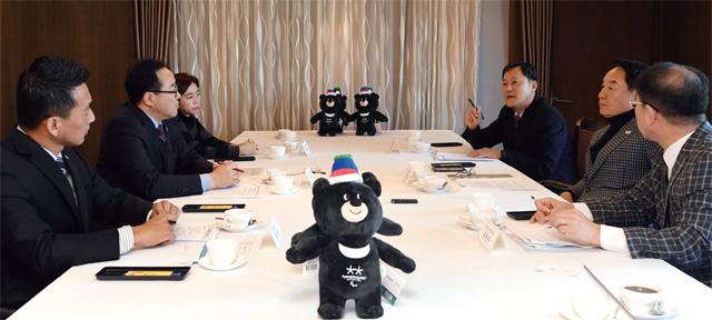 서울 중구 한국프레스센터에서 '2018 평창동계올림픽 대국민 관심 제고' 전문가 대담을 하고 있다.